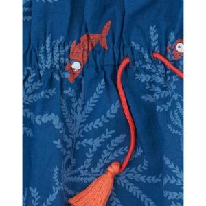 blauwe zomerjurk van biokatoen met koraal