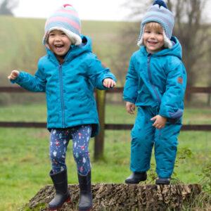 Jasjes, vestjes, winterpakken en regenjassen